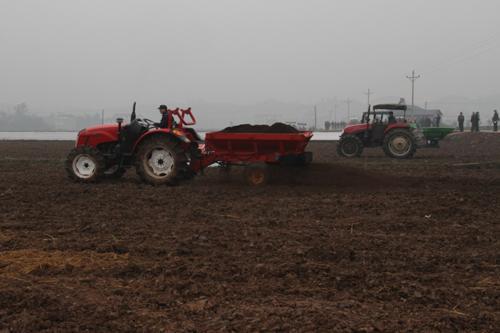 有机肥补贴让农民春耕笑哈哈